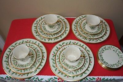 LENOX 5 PC Place Setting Holiday - Christmas Holly