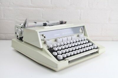HERMES 3000 Typewriter ~ Excellent Condition! **** Top Quality Typewriter ****