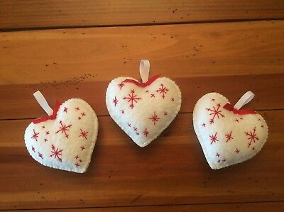 Primitive Wool Felt Ornies Bowl Fillers Set Of Three White Christmas Hearts