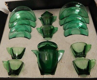 Vintage Akro Agate green childs tea set 17 pc complete with insert