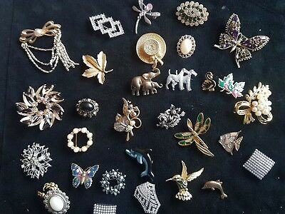 31 Vintage Antique Collection / Job Lot Of Mixed Brooches / Brooch / Pin / Pins