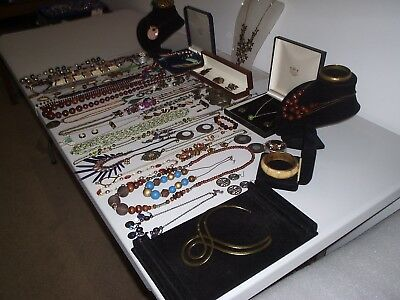 Large Job Lot Of Vintage & Costume Jewellery Necklaces Bracelets Earrings (M)