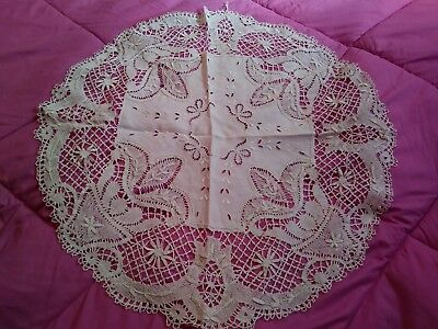 """Gorgeous Off White Linen Cutwork & Embroidered Lace Tablecloth  26"""" Rd"""