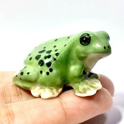Miniature Cute Face Green Frog Statue Ceramic Animal Figurine Collectibles Decor