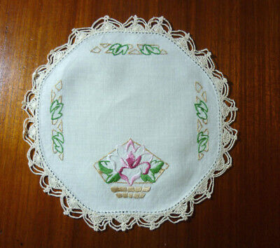 (A) Beautiful Linen Hand Embroidered Hand Crochet Edge Doily Flowers 21Cm Diam