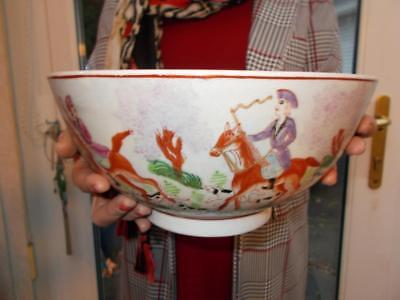 Superb Chinese Export Porcelain Bowl Famille Rose Circa 1800 Hunting Scenes