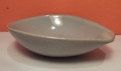 Roseville RAYMOR Large Lugged Soup Bowl 6 Available 155 Gray Ice Blue Ben Seibel