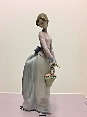 """LLADRO """"Basket of Love"""" #7622- Mint Condition with Original Box"""