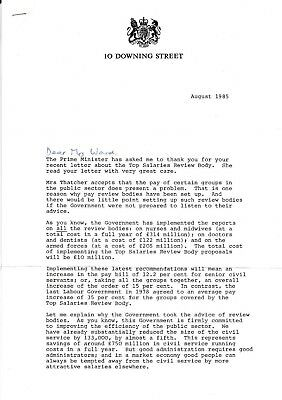 1985 DOWNING ST LETTER re PAY REVIEW, SIGNED MARGARET THATCHER'S POLITICAL SEC.