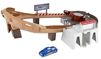 Disney Cars 3 Lightning McQueen Thomasville Racing Speedway Track Set Ages 4+