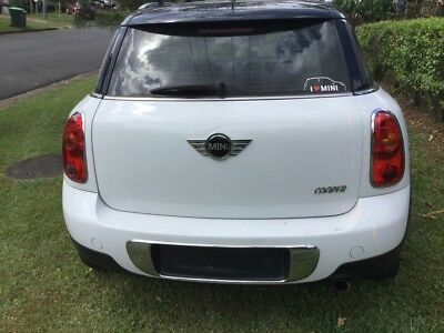 2011- Mini Countryman.( easy repair,as you will see in images)