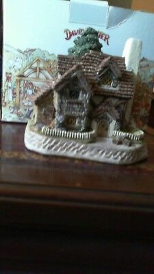 Mistletoe Cottage David Winter NIB COA