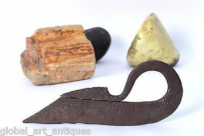 Antique Indo Persian Hand-forged fire to strike Heavy duty Iron Flint. G19-37 US
