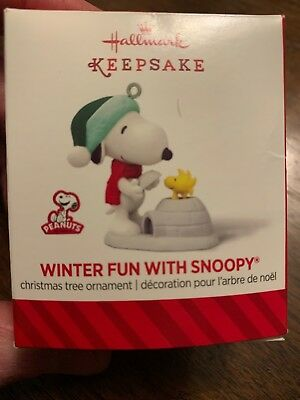 Hallmark Peanuts Miniature Ornament Winter Fun With Snoopy #17 2014 Build Igloo