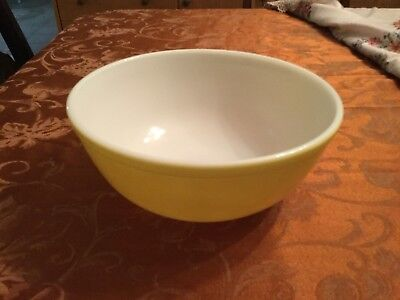 Vintage Pyrex #404 Primary Color Yellow Nesting Mixing Bowl Large 4 quart