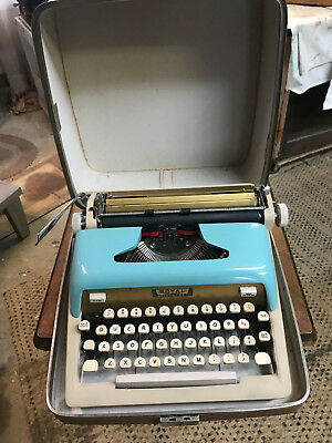 NICE Mid Century Royal Portable Typewriter Baby Blue w Case