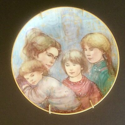 """Leah's Family by Edna Hibel The World I Love Collector 8"""" Plate MADE IN GERMANY"""