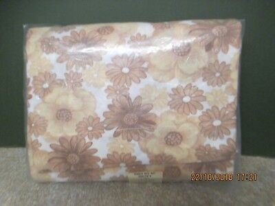 ONE PAIR VINTAGE 1960s/70s  NYLON FITTED SHEETS & PILLOW CASE