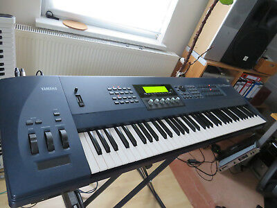 Yamaha EX 5 Synthesizer Workstation