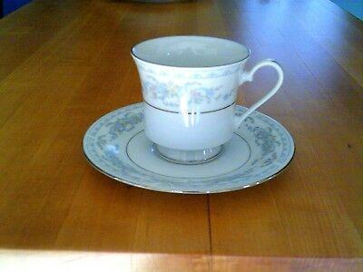 Original Crown Ming Rose Point Pattern Set Of Four Cups and Saucers