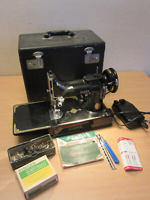 Vintage Singer Featherweight 221-1 Sewing machine with case & accessories