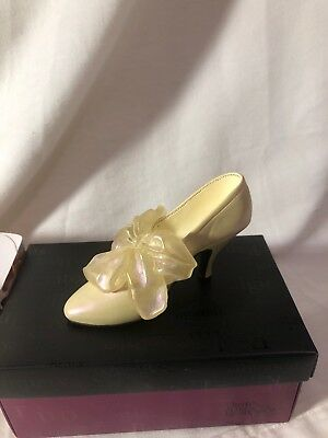 """Just The Right Shoe """"tying The Knot """" By Raine"""