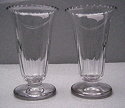 A pair of early 19th century jelly glasses with crenellated tops