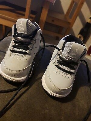 Younger Boys * Nike *  White Trainers - Size 3.5 Infant