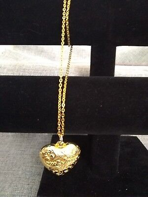 Vintage Gold Leaf / Tone Etched Heart Necklace - Perfect For Your Love  Lb61