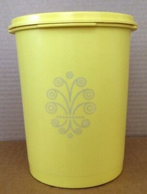 Tupperare Servalier 5-Cup Canister 811-4 w/Lid 812-54 Yellow Pre-Owned