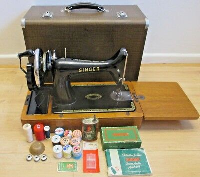 Vintage Singer 99K Hand Crank Sewing Machine With Portable Carry Case