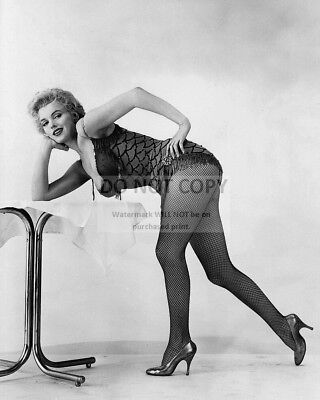 Marilyn Monroe Iconic Sex Symbol And Actress - 8X10 Publicity Photo (Da-704)