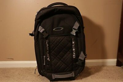 Oakley Medium Rolling Travel Roller Luggage Suitcase Black (Awesome Condition!)