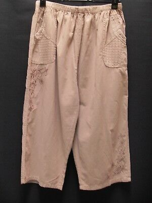 1980's Vintage High Waisted 3/4 Length Wide Leg Pull On Pants.