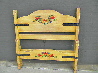 VINTAGE BRANDED MONTEREY STRAW IVORY WITH FLORAL PAINT SINGLE TWIN BED 1930's