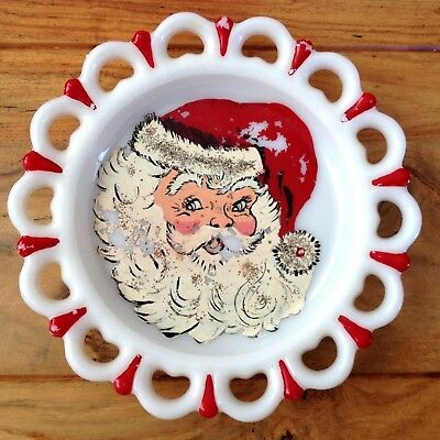 "Vintage 1940-1950 hand-painted SANTA CLAUS 9"" milk glass plate"