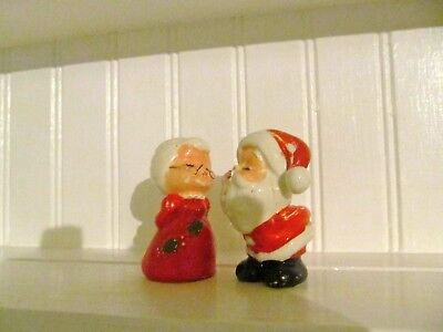 EUC Vintage Mr and Mrs. Santa Claus Christmas Salt Pepper Shaker 3 Inches Collec