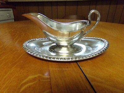 Silver plate gravy boat and tray Unbranded