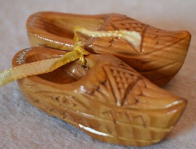 Miniature Carved Wooden Shoes pair Souvenir of Holland 2.75 in. long