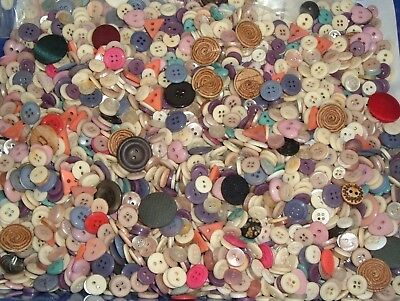 Vintage Lot Of Buttons Crafting Sewing Mostly Plastic Mod Geometric 1+ lbs