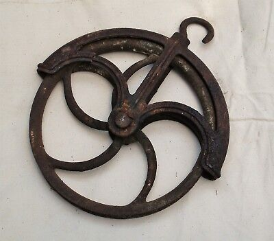 Vintage collectable cast iron water well wheel pulley farming tool steam punk