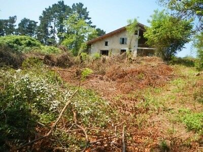 French farm, 400m2 Renovation opportunity near Biarritz, with 5 hectares of land