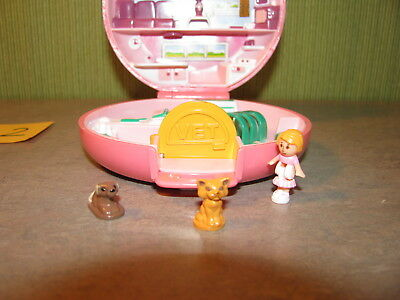 Buttons Animal Hospital Lot Pb2 1989 Polly Pocket Bluebird Compact 100% Complete