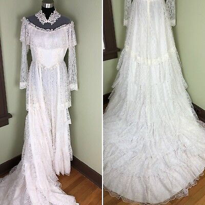 Vintage Tiered Lace Wedding Dress Long Sleeve Attached Train Size 6 / 8 A2