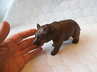 11 cm tall x 18 cm long antique Black Forest Bear with hump and glass eyes