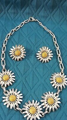 "Brushed Silver Daisy With Gold Center Necklace On 14"" Choker Chain & Earrings"