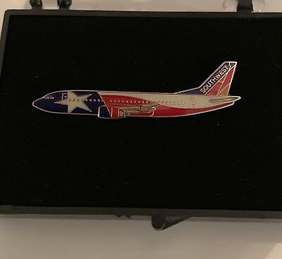 SOUTHWEST AIRLINES 737-300 Lone Star One Airplane Lapel Pin
