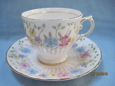 Very Pretty Full Size Tuscan Fine English Bone China Cup & Saucer
