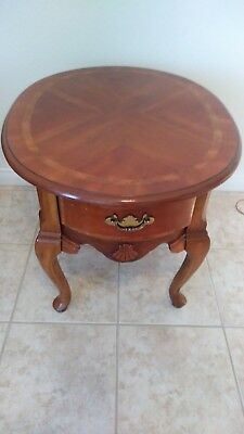 Vintage Maple Furniture Queen Anne Wood  Oval End / Side Table - Unknown Maker