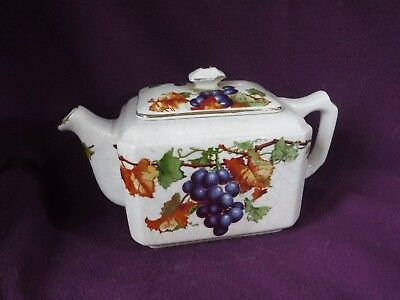 Ringtons Ltd - Maling Ware Teapot (Crazed with a small chip on lid handle)